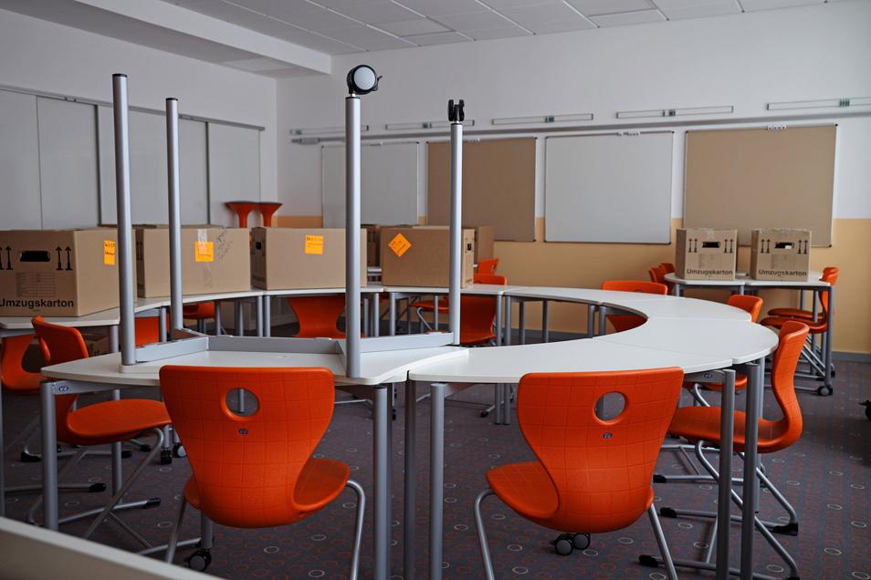 Für den Raum für Deutsch als Zweitsprache (Daz) sind geschwungene Tische geordert worden, die sich flexibel stellen lassen.