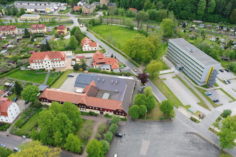Vorn steht das Kulturzentrum Parksäle und dahinter lieg die Festwiese, wo vom 27. bis 29. August das große SZ-Sommerfest über die Bühne geht.