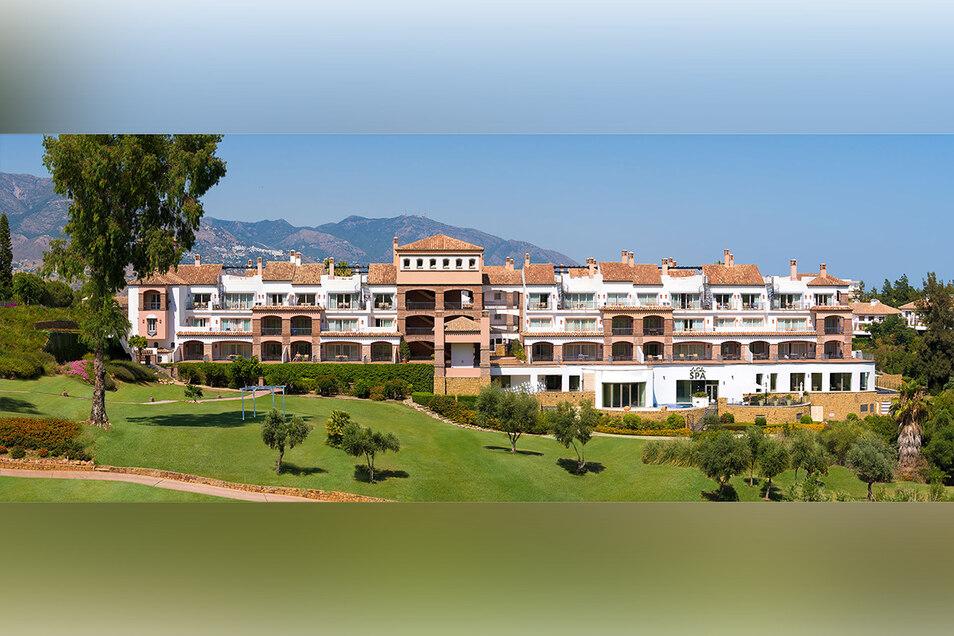"""Etwas abseits und umgeben von drei Golfplätzen liegt das Hotel """"La Cala Golf und Spa"""" oberhalb der Stadt Mijas in Andalusien."""