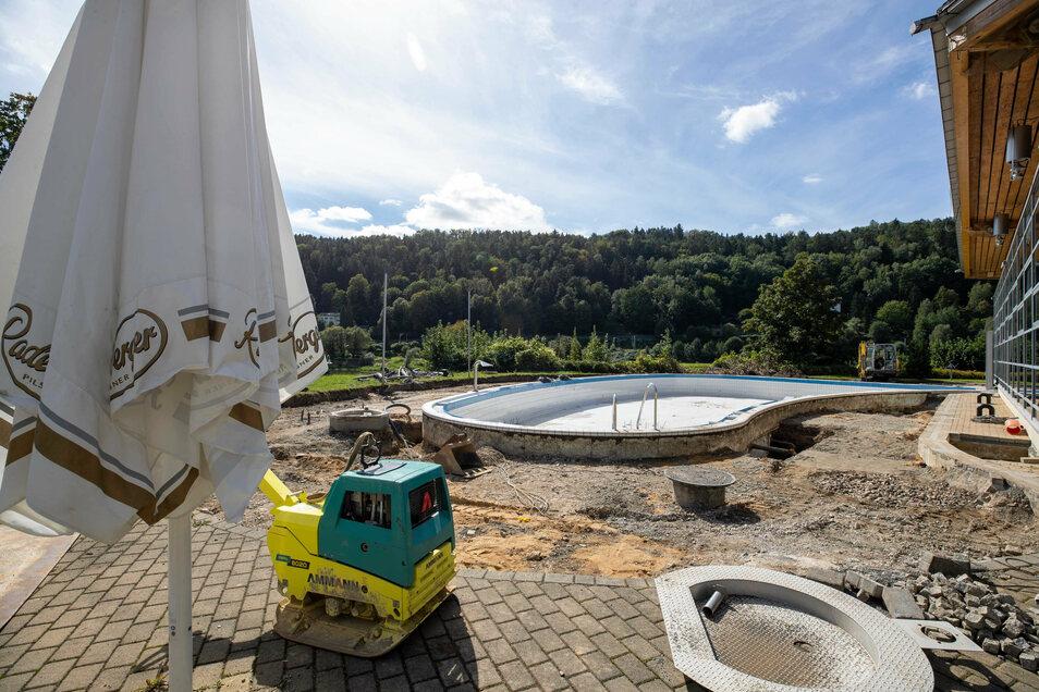 Baustelle Außenbecken: Dieser Bereich bleibt vorerst geschlossen.