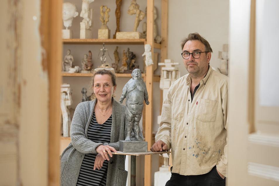 """Das Künstlerpaar Sabine Korneli und Thomas K. Müller in seinem derzeit stillen """"Träumchen""""."""