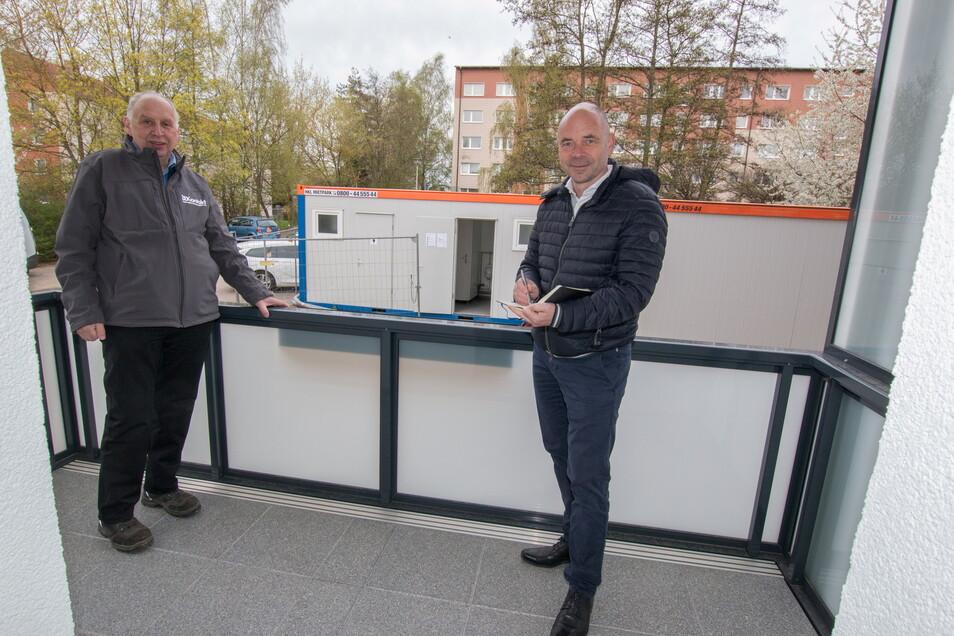 WBG-Vorstandschef Jörg Keim (links) und Vorstand Technik Uwe Rasch sind mit der Bauzeit sehr zufrieden.
