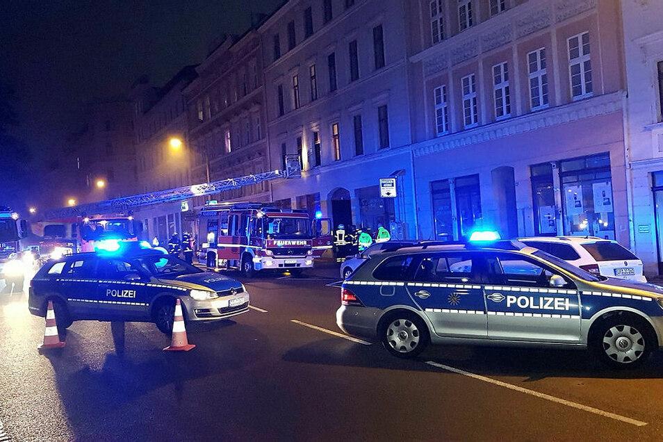 Die Polizei hatte den Demianiplatz zwischen Luisenstraße und Bautzener Straße abgesperrt.