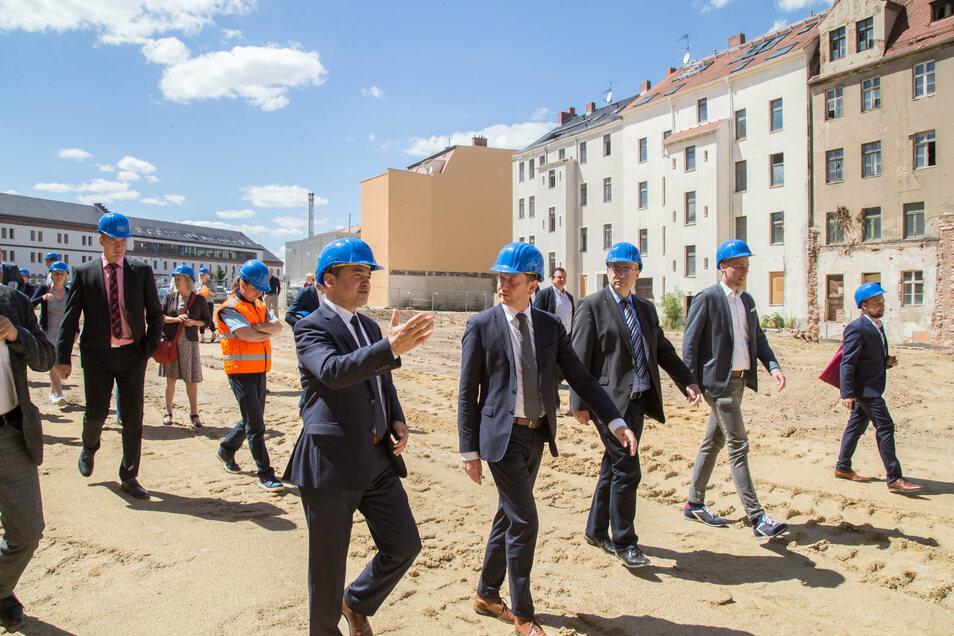 Am Mittwoch haben der Görlitzer OB Octavian Ursu, MP Michael Kretschmer und Landrat Bernd lange eine Fördervereinbarung für die Altbausanierung unterschrieben.