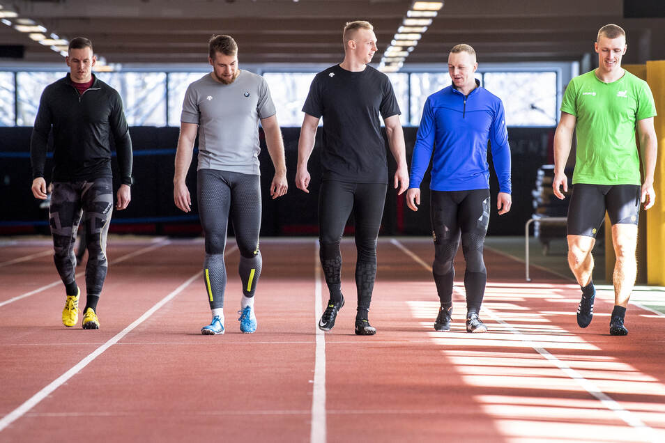 Die Anschieber Candy Bauer (v. l.), Martin Grothkopp, Alexander Schüller, Pilot Francesco Friedrich und Bremser Thorsten Margis trainieren in der DSC-Halle.