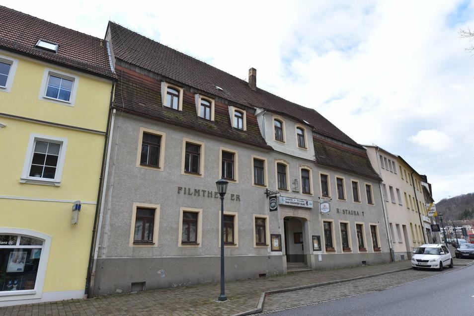 Die ehemalige Gaststätte Goldenes Glas ist ein Kandidat für ein Vereinshaus in Glashütte. Allerdings gibt es jetzt auch einen privaten Interessenten.