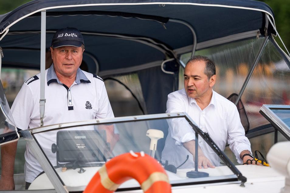 Stadtrat Wolfgang Freudenberg steuerte das Begleitboot mit OB Octavian Ursu.