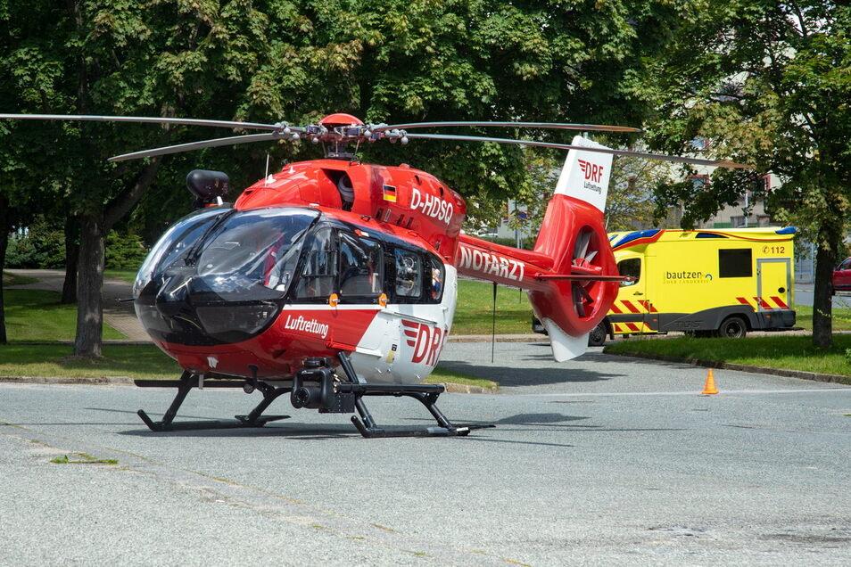 Ein Notarzt wurde mit einem Hubschrauber zum Unfall am Lutherpark in Bischofswerda gebracht.