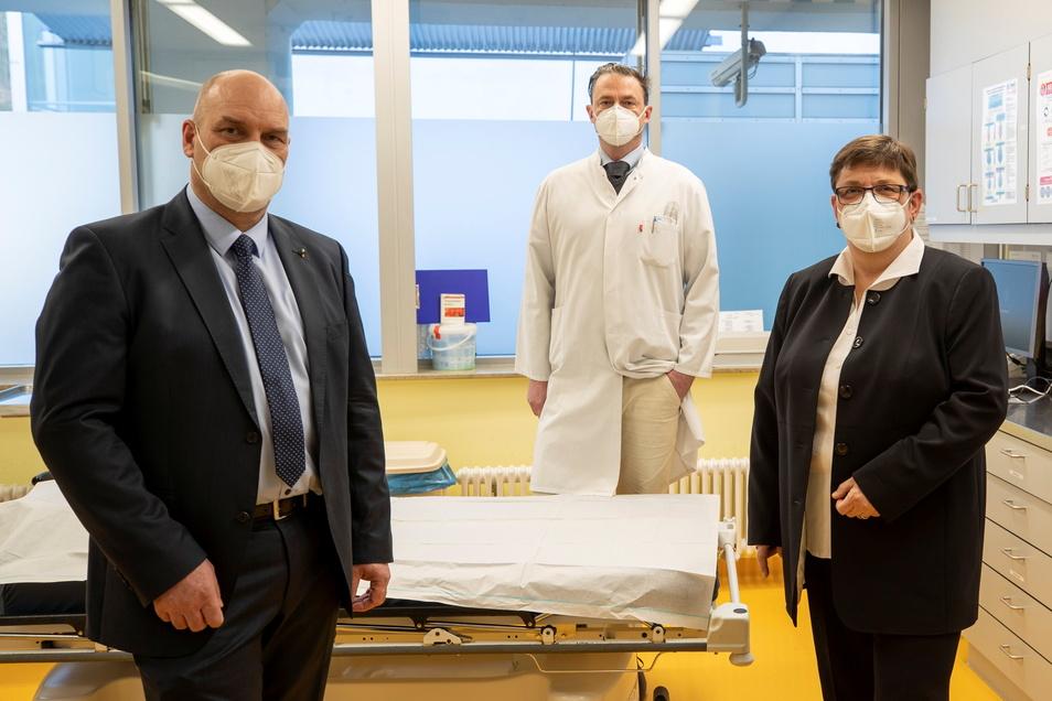 Rita Wächtershäuser (re.) verstärkt das Team im Chirurgischen Zentrum in Sebnitz, hier mit den beiden Leitern, Dr. med. Mario Leimert (Mitte) und Dr. med. Christian Schmidt.