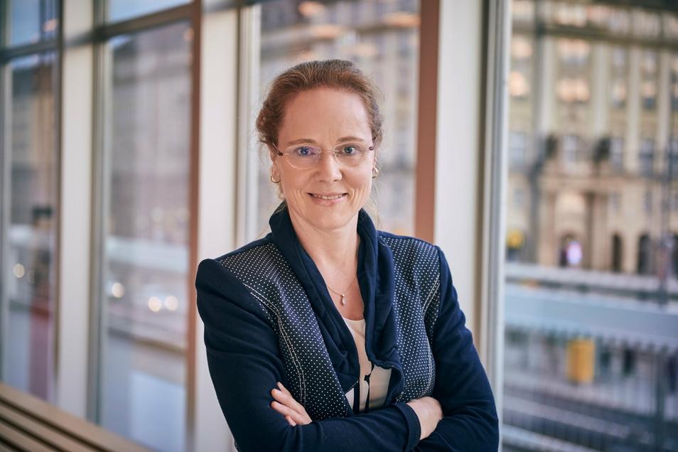 Frauke Roth an ihrem – derzeit verwaisten – Arbeitsplatz: im Dresdner Kulturpalast.