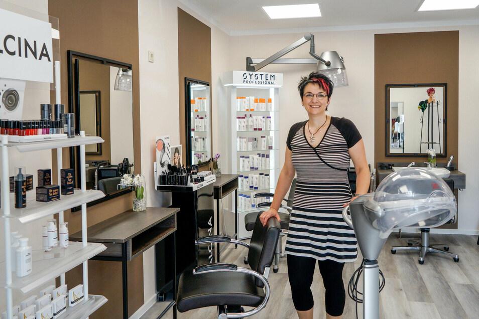 Friseurmeisterin Kathleen Purschke eröffnete letzten Sonnabend ihren ersten eigenen Laden in Großharthau. Von der großen Resonanz war sie beeindruckt.