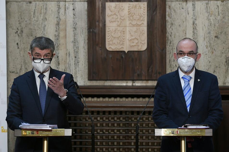 Premierminister Andrej Babis (l) und Gesundheitsminister Jan Blatny: Blatnýs Ablehnung der aus Sachsen und Bayern angebotenen Hilfe ist derzeit das meist diskutierte Thema in Tschechien.