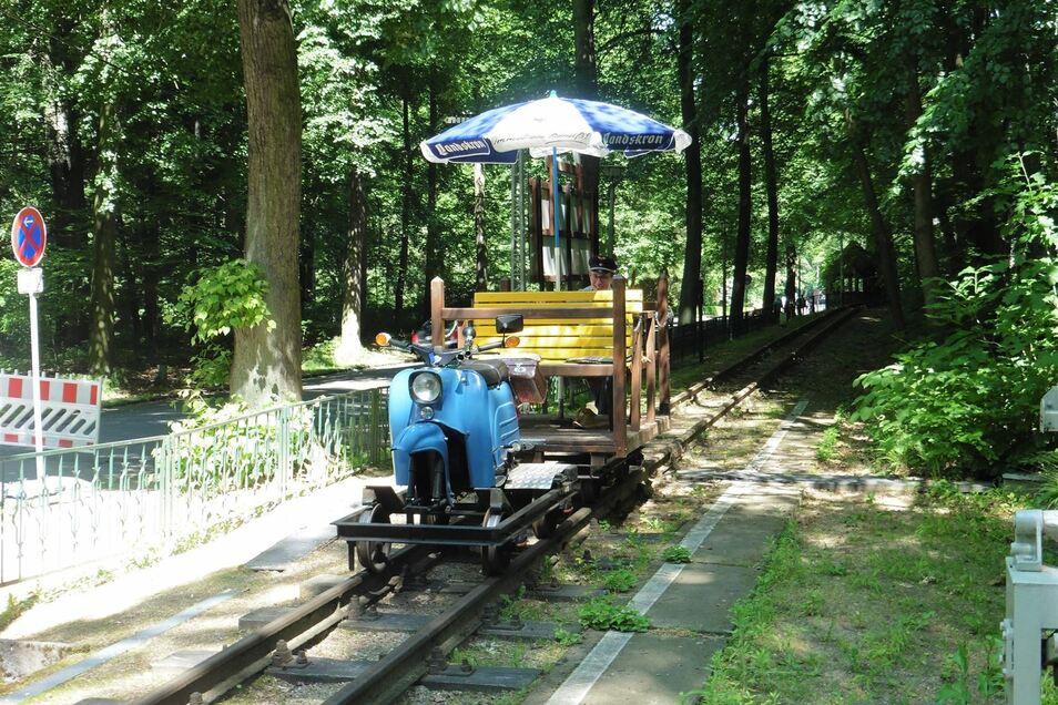 Das Schienenmoped ist am Samstag bei der Görlitzer Parkeisenbahn im Einsatz.