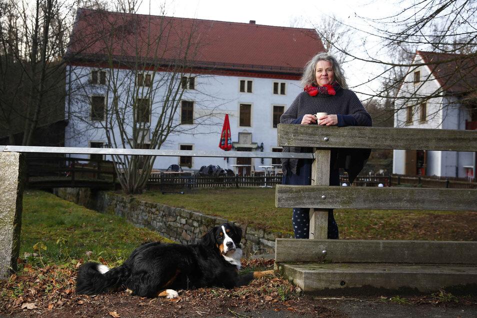 Ivonne Eles ist die Betreiberin der Marienmühle im Seifersdorfer Tal. Über Ostern werden an einem Imbiss unter anderem Waffeln angeboten.