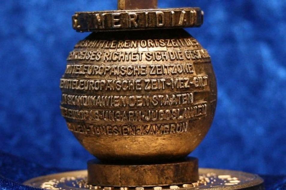 Der Meridian-Stein regt zu vielen Nachnutzungen an. Dieses faustgroße Exemplar schuf der bekannte Görlitzer Magier und Illusionsartikel-Erfinder Lothar Kaulfers für einen Zaubertrick mit Regionalbezug.