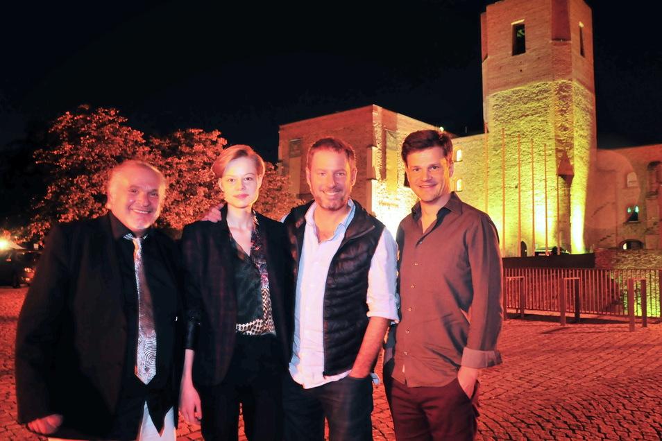 Jockel Tschiersch, Emma Bading, Florian Gallenberger und Benjamin Herrmann (v.l.) bei der Filmaufführung 2018 vorm Kulturschloss Großenhain. Die SZ hatte die Veranstaltung präsentiert.