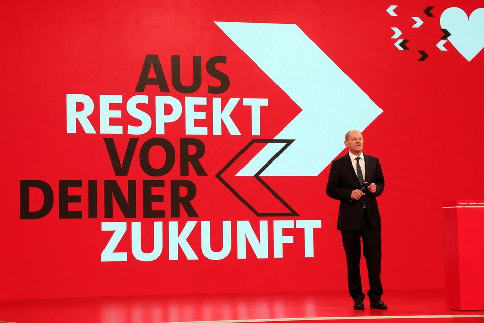 """Olaf Scholz begann seine Rede beim ersten digitalen SPD-Parteitag thematisch mit der Corona-Pandemie, die """"uns kalt erwischt"""" habe. Dann holte er zum Angriff auf die Union und die Grünen aus."""