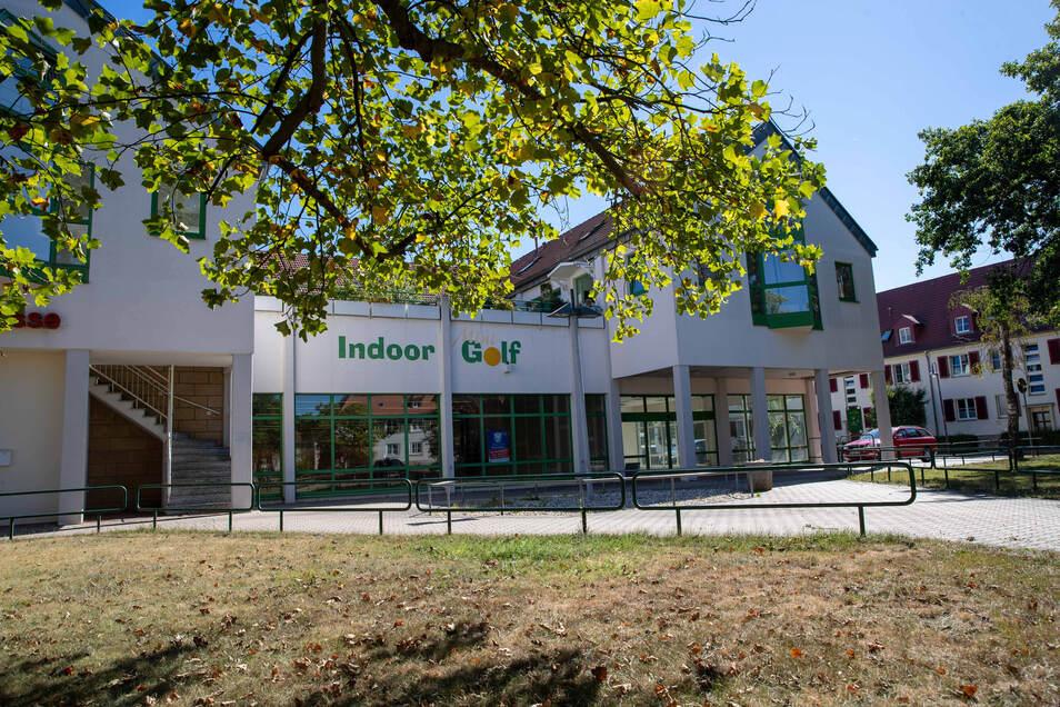 Im Erdgeschoss des Hauses auf dem Robert-Schumann-Platz in Pirna zieht Onlinehandel ein.