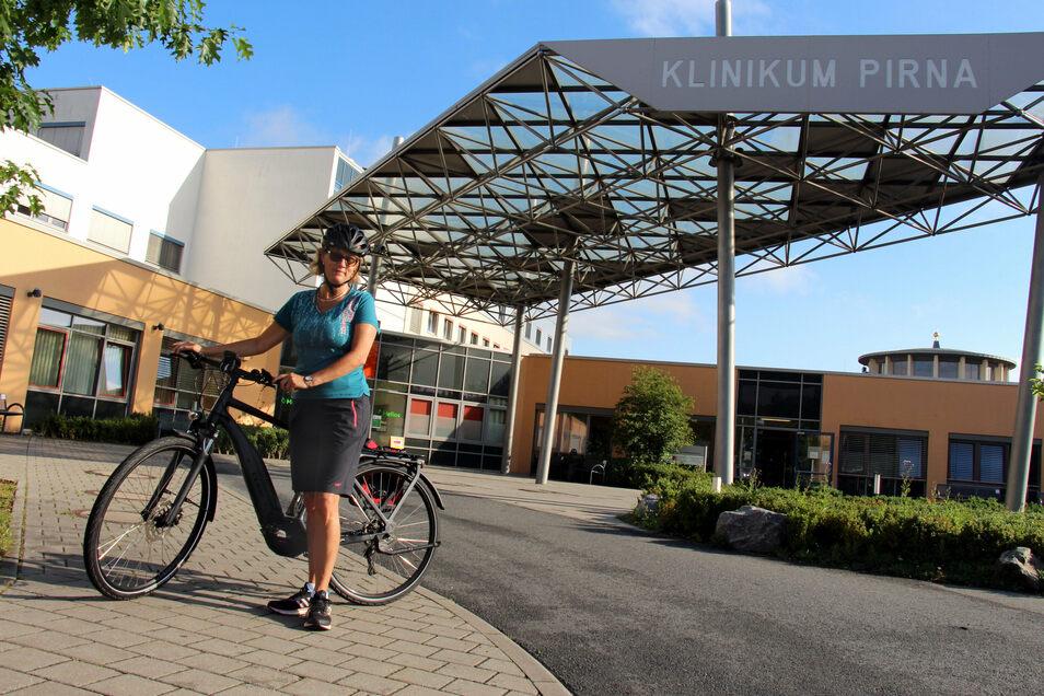 Jeannette Stenzel pendelt mit dem Dienstfahrrad von Heidenau-Großsedlitz zur Helios-Klinik nach Pirna.