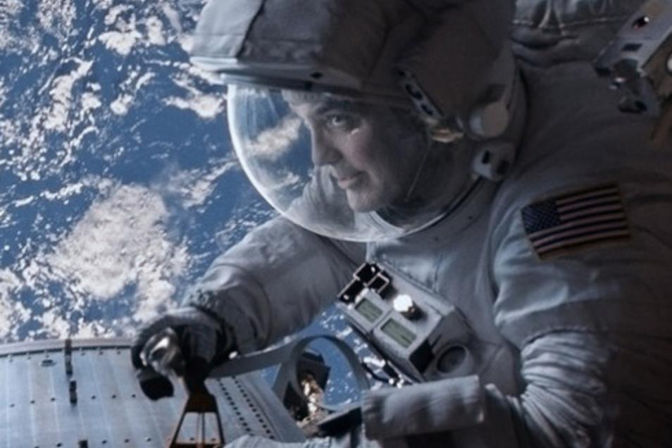 """Schon zweimal war Clooney selbst in der Rolle eines Wissenschaftlers im Weltraum, hier zuletzt 2013 in Alfonso Cuaróns """"Gravity""""."""