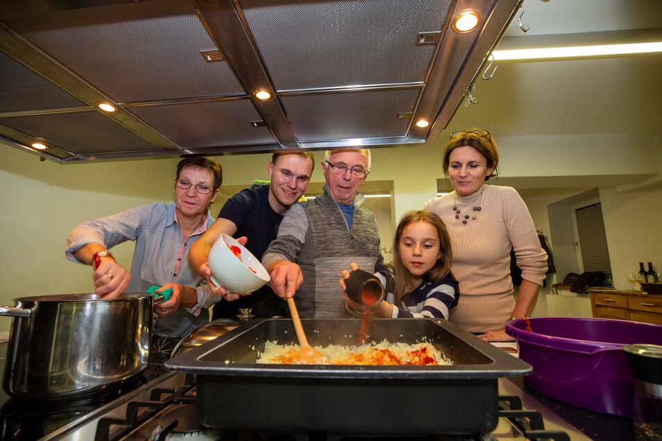 """Eine """"Kulinarische Reise"""" stand unlängst auf dem Programm. Der Start einer neuen Reihe im Gogelmosch-Haus in Stolpen."""