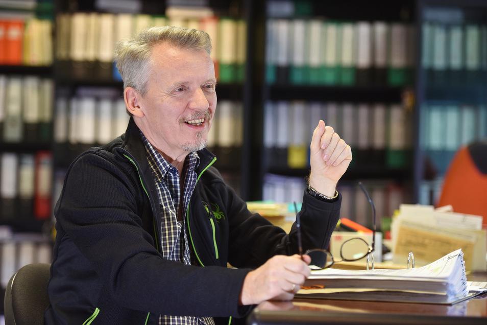 Olbersdorfs Bürgermeister Andreas Förster äußert lobende Worte zur Organisation der O-See-Challenge.