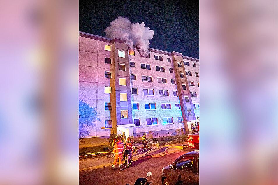 Am Mittwoch brannte eine Wohnung in Heidenau völlig aus. Vier Menschen wurden verletzt.