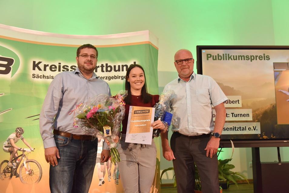 Geräteturnerin Julia Leubert vom SV Wesenitztal erhielt die meisten Stimmen bei der Publikumswahl. Dzu gratulierten Kornrad Formella, der Leiter des Expert Marktes Pirna und Jörg Seidel, Geschäftsführer der DDV Sächsische Schweiz-Osterzgebirge GmbH. Wenig später wurde sie sie zusammen mit der Landesliga-Frauenturnriege ihres Vereins auch dritte Mannschaft des Jahres 2019.
