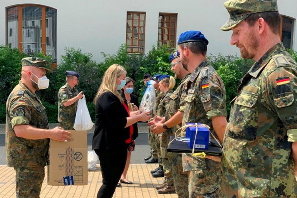 Erneut bedankte sich der Landkreis zusammen mit den Kliniken bei der Bundeswehr für die Hilfe in Corona-Zeiten.