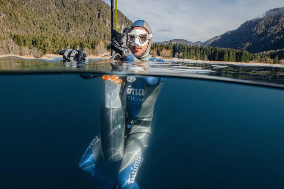 Mit Tutima in die Tiefe: Extremsportler Tolga Taskin taucht 2020 mit einer M2-Pioneer 74,8 Meter in den Kärntener Weißensee ab.