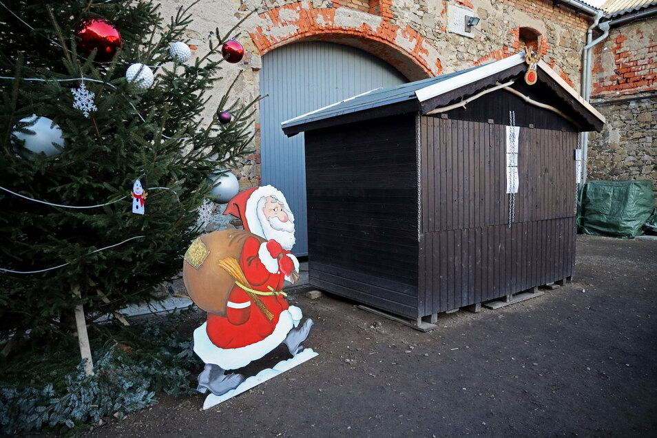Weihnachtsbaum, Weihanchtsmann, Weihnachtsbude: Auch den Hof hatte die Familie aufwendig geschmückt.