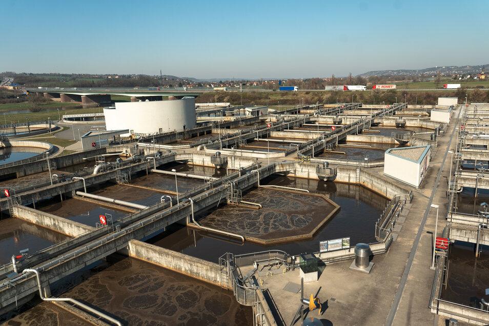 Trotz des Krisenbetriebs werden nach wie vor bis zu 130.00 Kubikmeter Abwasser täglich im Klärwerk Kaditz zuverlässig gereinigt.