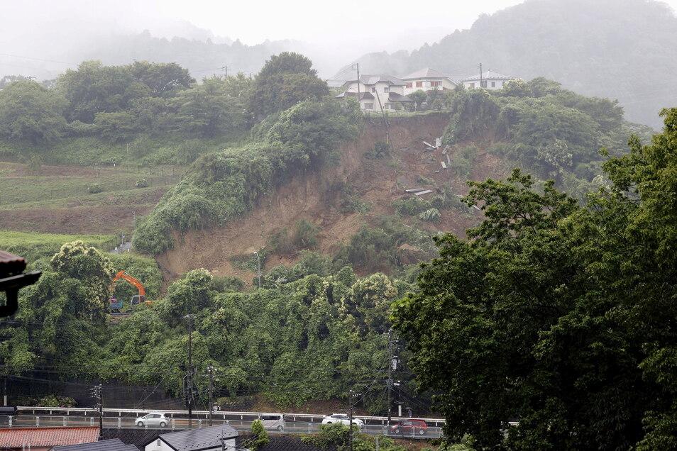 Im Zuge der Klimaerwärmung verzeichnet Japan immer mehr starke Regenfälle, wodurch es auch immer öfter zu Erdrutschen kommt.