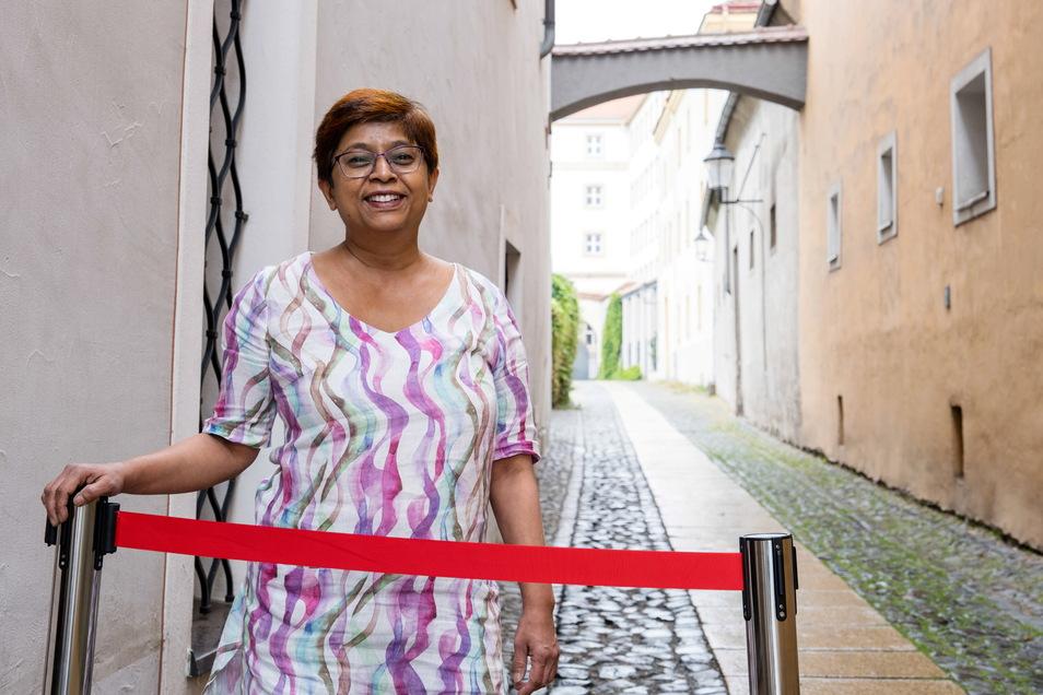 Uma Zimmermann freut sich, dass sie jetzt draußen in der Krebsgasse Plätze für das Café Oriental anbieten darf.