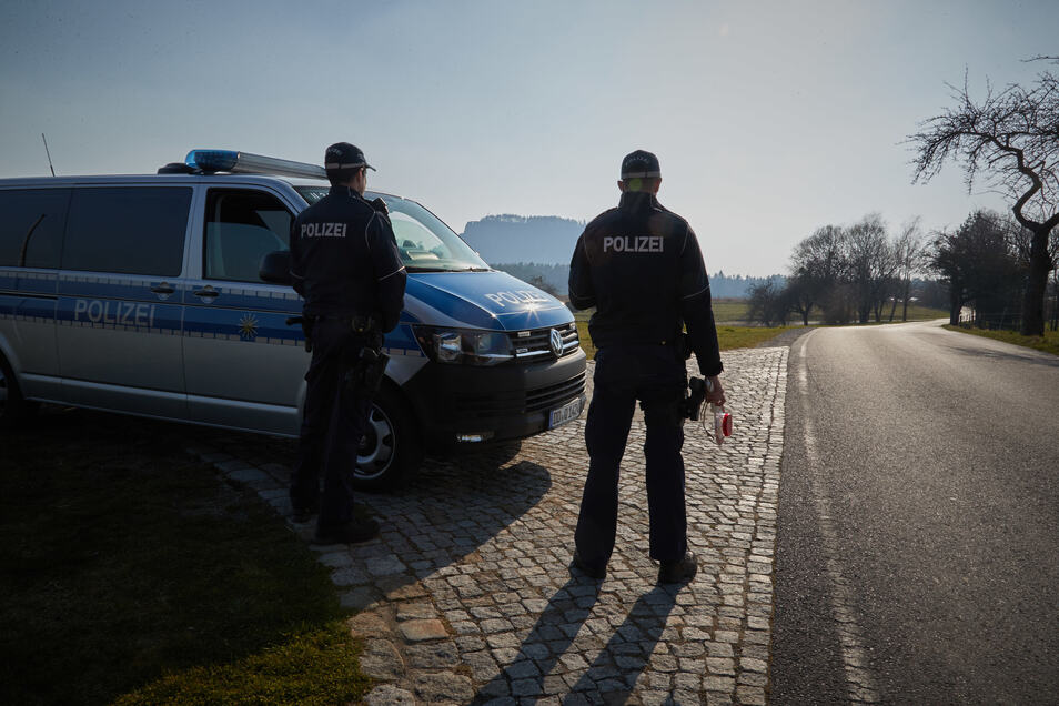 Eine Polizeikontrolle bei Kurort Rathen.