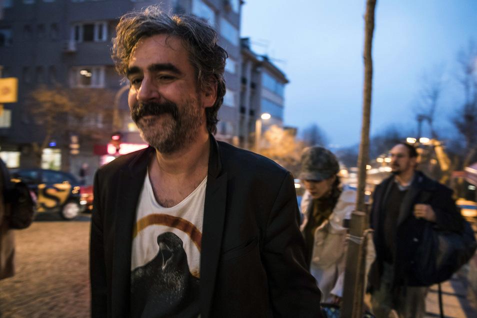 Deniz Yücel in Istanbul nach seiner Freilassung aus dem Gefängnis.