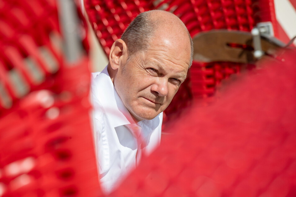 SPD-Kanzlerkandidat Olaf Scholz gibt seiner Partei trotz aller Widersprüche überraschenden Aufwind.