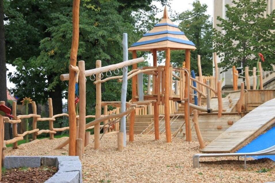 Eine davon steht zum Beispiel am Sorbischen Schulzentrum in Bautzen.