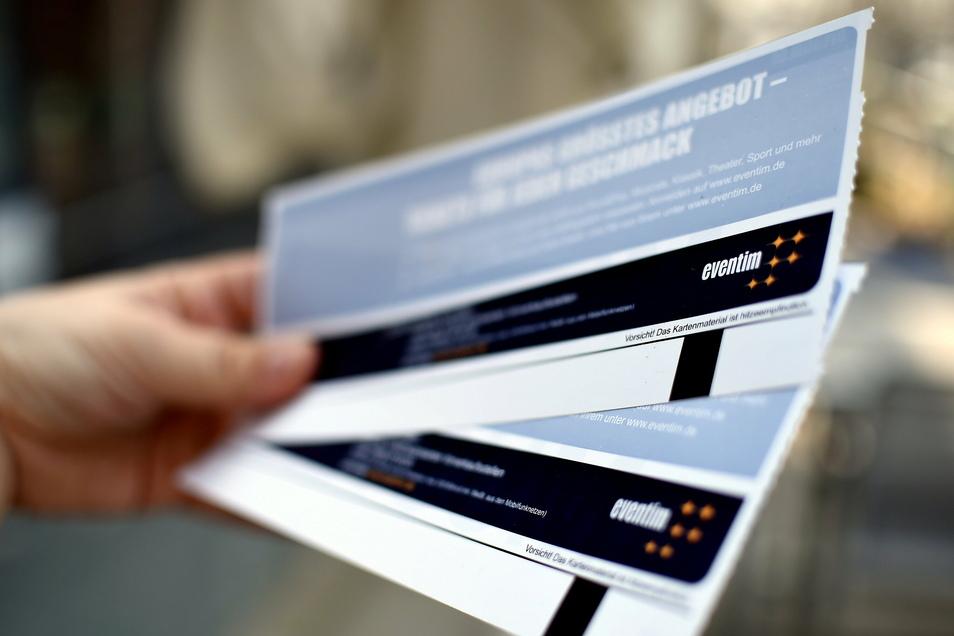 Der Ticketverkäufer CTS Eventim hat die Diskussion um die Legitimität von Impfprivilegien angestachelt.