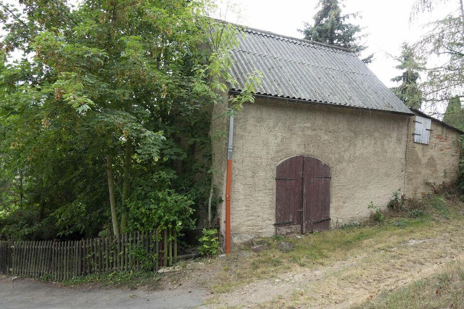 Das marode Gebäude Am Baderberg 33 in Zschaitz soll abgerissen werden.