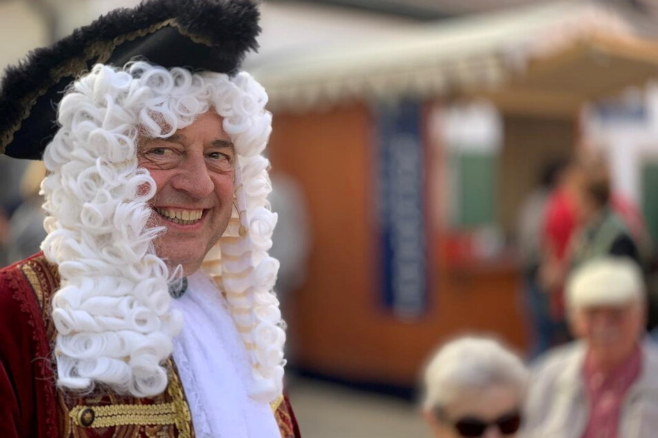 Kleidet sich gerne in ein historisches Kostüm, wie beim Churfürstlichen Weinbergfest - Hoflößnitz-Geschäftsführer Jörg Hahn.