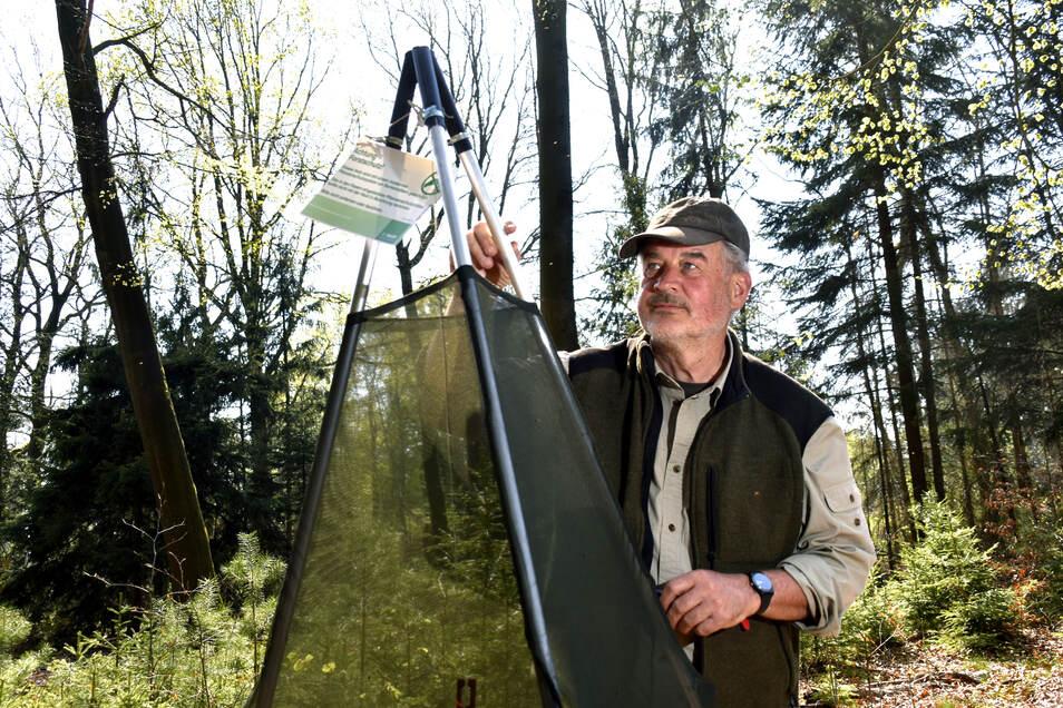 Forstwirt Georg Lindner aus Großröhrsdorf bewirtschaftet 32 Hektar Wald. Viel Freude hat er momentan nicht daran.
