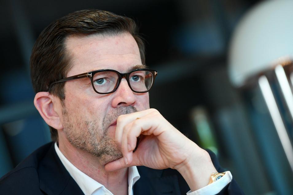 Jetzt hat Karl-Theodor zu Guttenberg einen neuen Doktortitel. Doch wer ist der Mann, der ihn beraten hat?