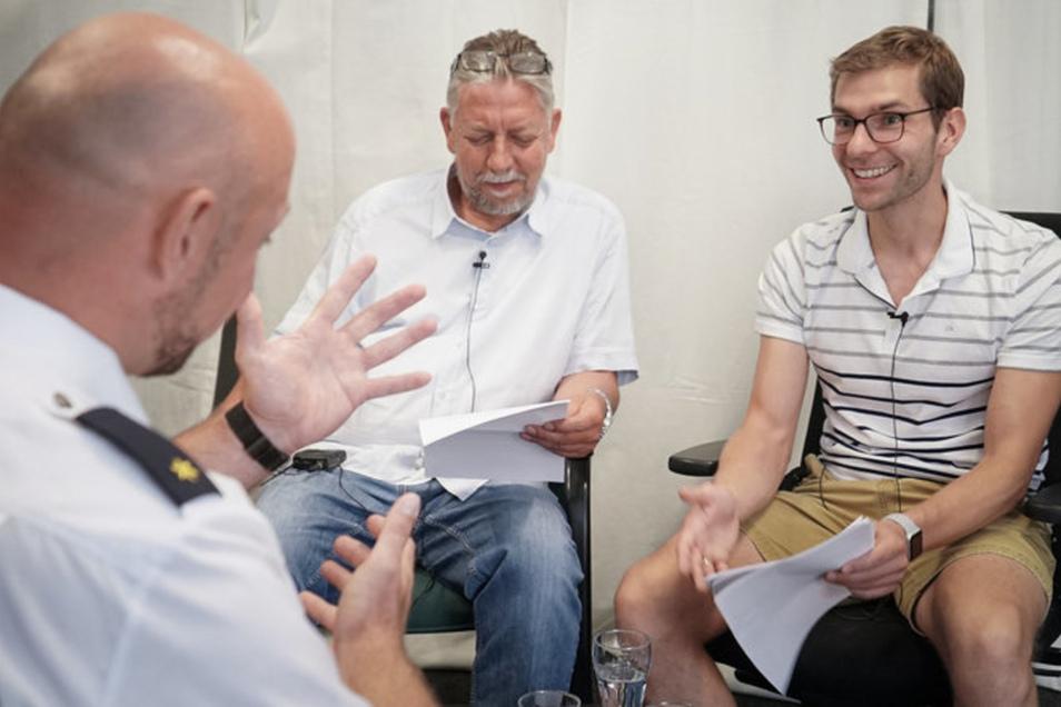 Gerald Baier, Chef der Verkehrspolizei, stellt sich den Fragen der Redakteure Fabian Deicke (re.) und Christoph Springer (M). © André Braun
