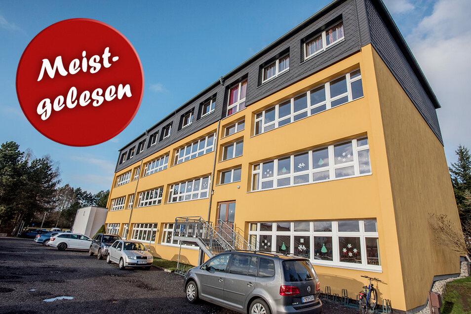Die Grundschule in Oberlichtenau.