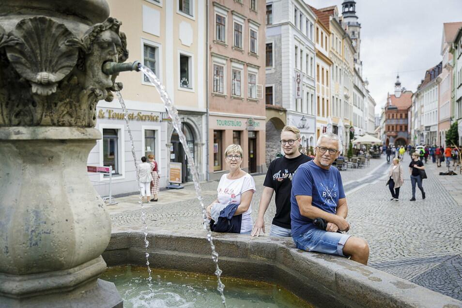Kaum Gruppen, dafür viele Individualtouristen und Familien kamen diesen Sommer nach Görlitz. Jannett, Tim und Kay Schmidt (v. l.) aus Eilenburg hatten ursprünglich einen Norwegen-Urlaub geplant.