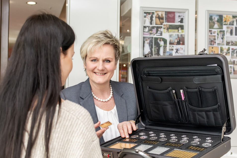 Edelmetallexpertin Iris Buschmann berät gern zum Erwerb von Gold und anderen Edelmetallen.