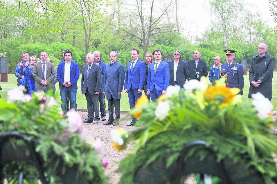 Zum Gedenken kamen nicht nur diplomatische Vertreter, sondern auch Angehörige.