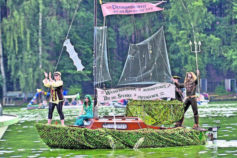 Die bunte Bootsparade ist einer von vielen Höhepunkten beim Talsperrenfest in Kriebstein.
