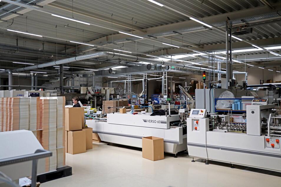 In der Onlinedruckerei wird im Schichtbetrieb gearbeitet. Am Standort Zeithain sind knapp 60 Leute tätig - Tendenz steigend.